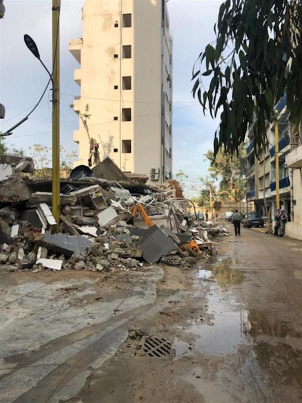 Debris gathered on the sides of the road in Karantina. (Source: Abir Naseraldine Cheaitli, November, 2020)