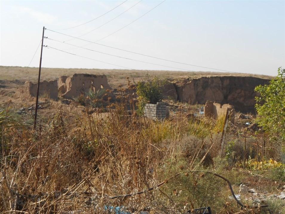 بقايا منازل طينية، قرية كزنة (تصوير: نجمة فيكي، 2019)