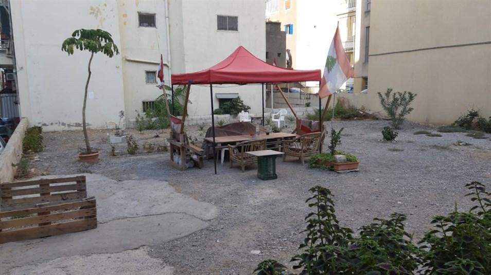 An abandoned lot transformed into a resting spot in Karm el-Zeitoun. (Source: Makram Robehmed, November, 2020)
