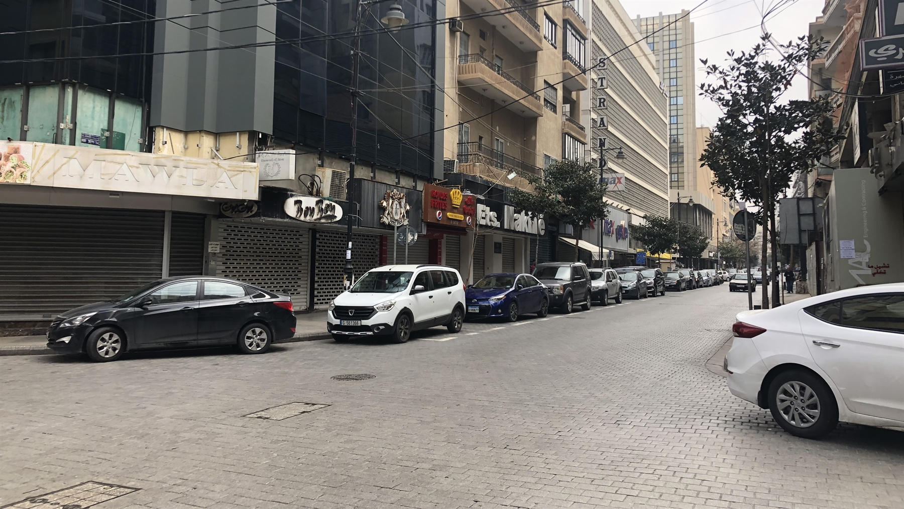 Stores and restaurants are closed on Hamra street (Photo: Mona Harb, April 2020)